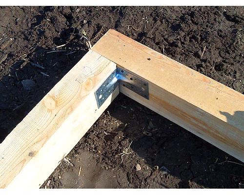 Фундамент из бруса для установки теплиц из поликарбоната.
