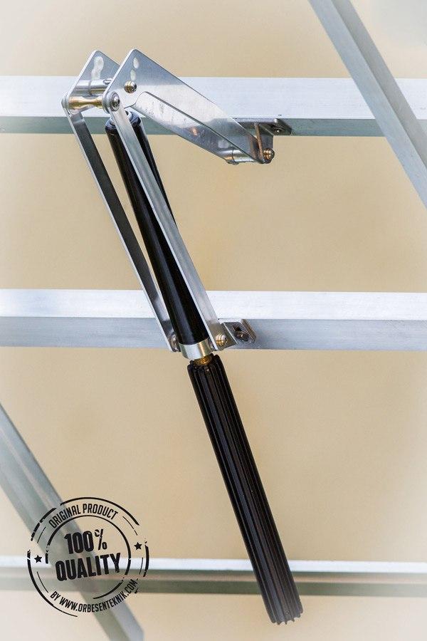 """Автомат """"GIGAVENT"""" способен открывать окно на широкий угол, обеспечивая эффективное проветривание теплицы в жаркие дни"""
